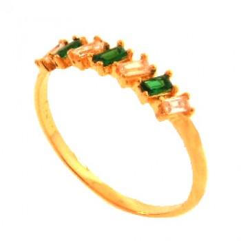 Anel meia alianca 7 baguetes intecalado verde esmeralda e cristal. 140026
